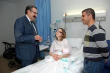 El consejero de Sanidad agradece la implicación de los profesionales en la aplicación de medidas relacionadas con la humanización